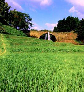 熊本県山都町の通潤橋と棚田風景